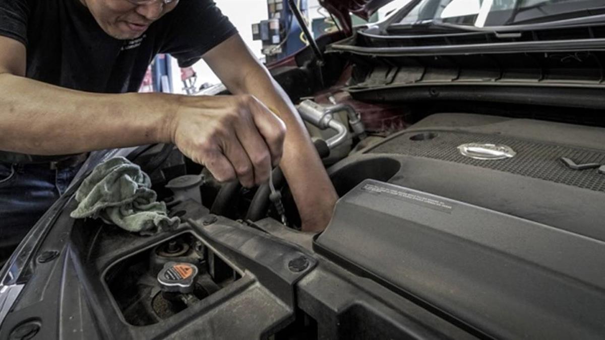 接手18年老車「花7萬維修」!他猶豫換新車 過來人:只是自我安慰