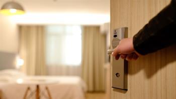 北市防疫旅館驚見「用過子孫袋」 清潔人員14天後才能處理