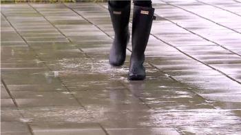 獨/最冷的鞋!橡膠雨鞋防水不禦寒 易麻木抽筋凍傷