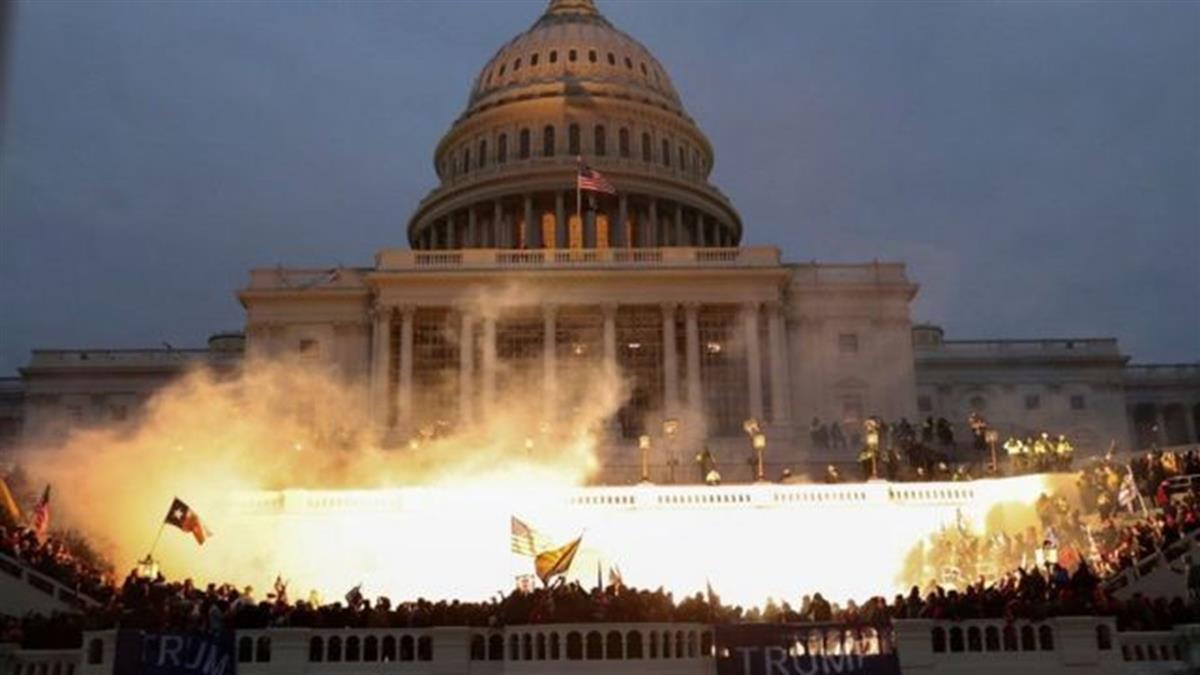 川普支持者衝擊國會釀成四人死亡和「對民主的侵害」