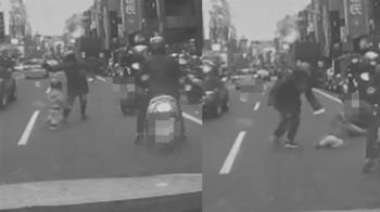 男童衝出馬路!家長下秒一掌打趴在地 駕駛嚇傻:拜託顧好