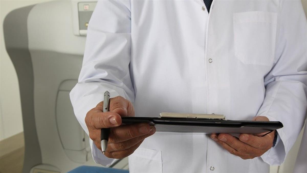 6旬老菸槍出現深紅血尿 一檢查嚇壞...是高惡性膀度胱癌
