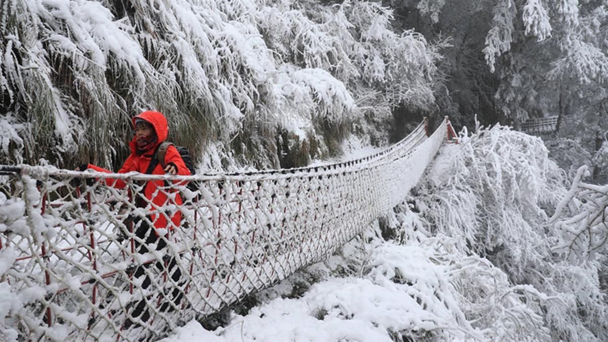 持續降雪 宜蘭太平山積雪逾10公分