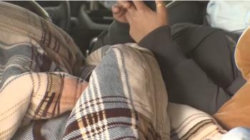 獨/瘋追雪不怕睡車上冷 越南夫妻當度蜜月