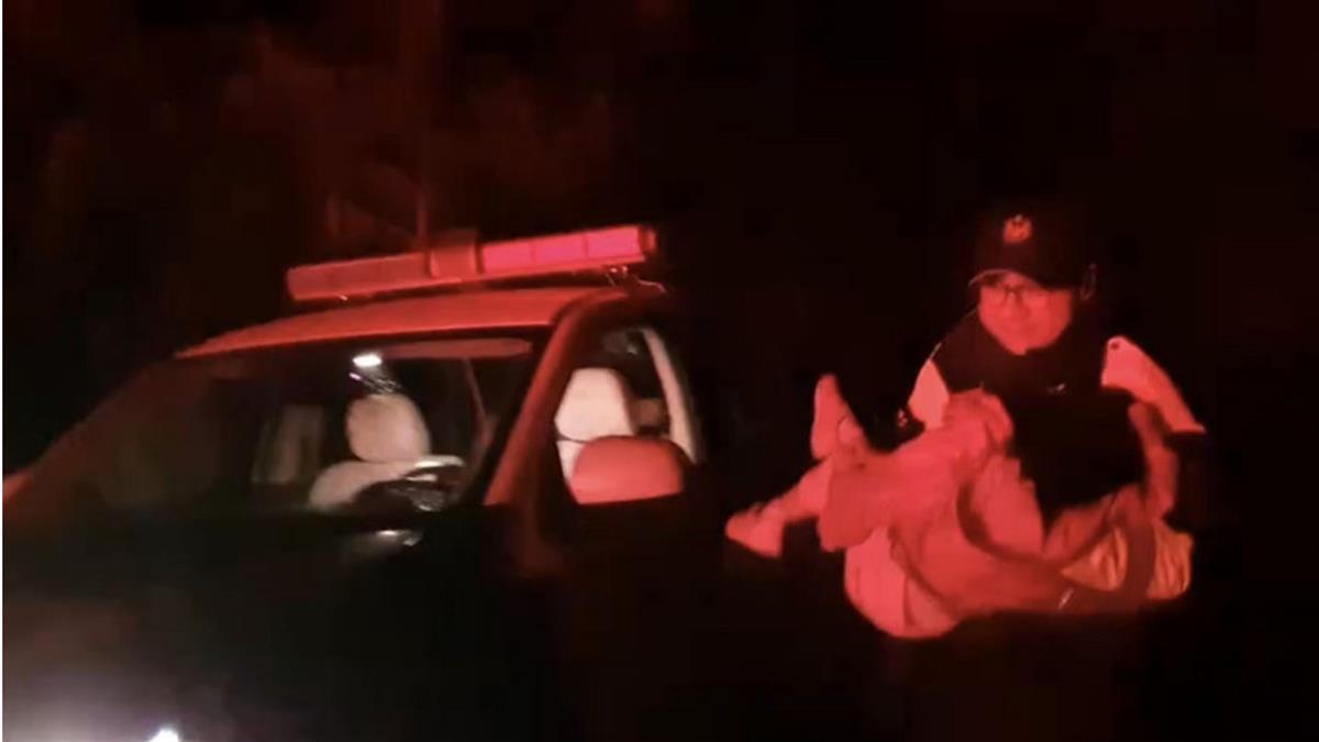 3歲女童追雪疑高山症嘔吐不止 警駕車送下山就醫