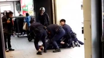 快訊/台東男持刀搶劫 警方火速到場壓制逮人