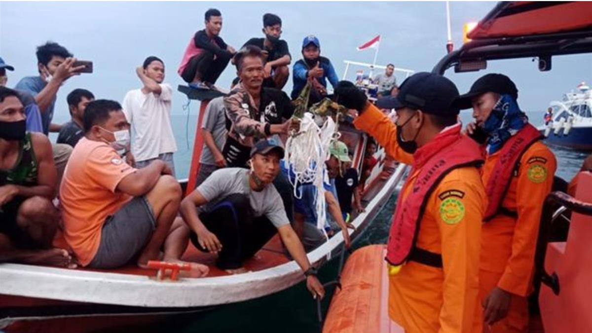 印尼波音737客機墜毀:海軍已發現出事位置
