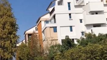 控千萬豪宅落磚、漏水、欄杆斷 建商駁:被拒修繕