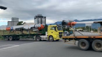 戰機突現街頭!老戰機搬家 空軍基地接收T33噴射機