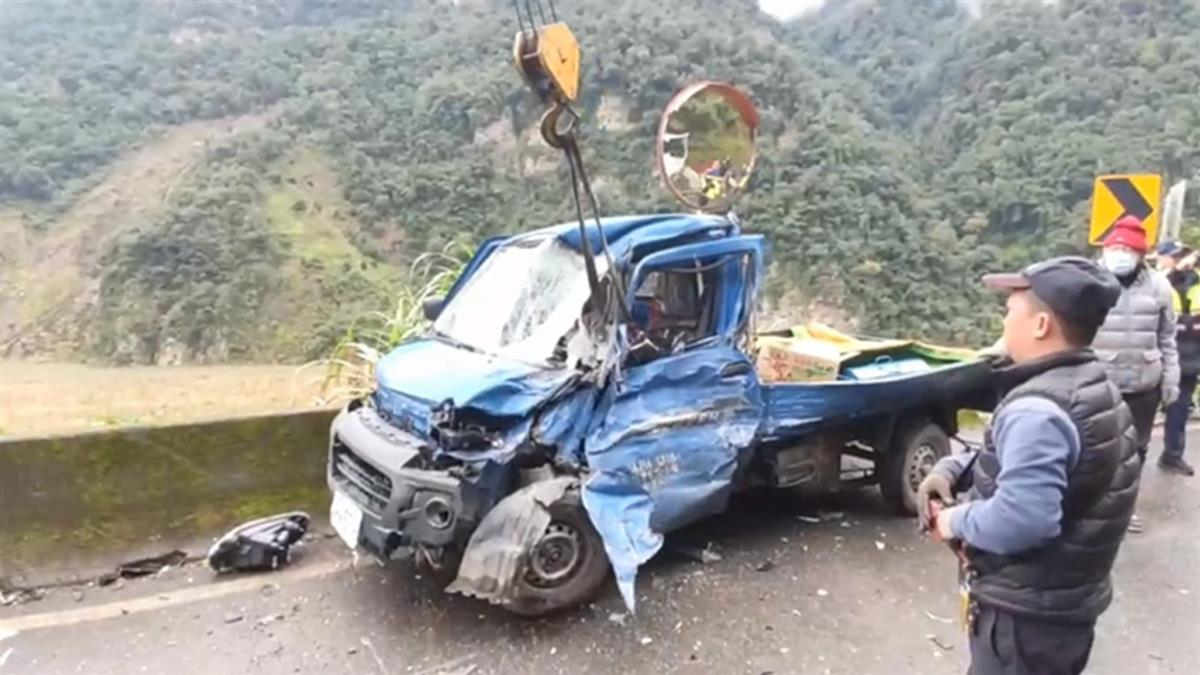 疑逆向超車!車頭凹陷駕駛受困 送醫傷重不治