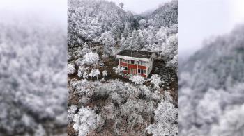 雪中一點紅!秘境「寂寞派出所」超美 11萬人讚台版北海道