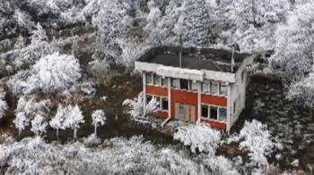 雪中一點紅! 宜蘭思源埡口「寂寞派出所」一夕暴紅