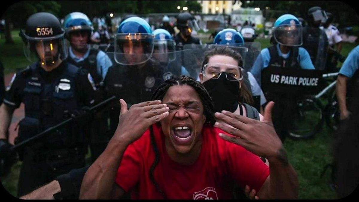 川普支持者闖國會與美國警察被質疑持「雙標」