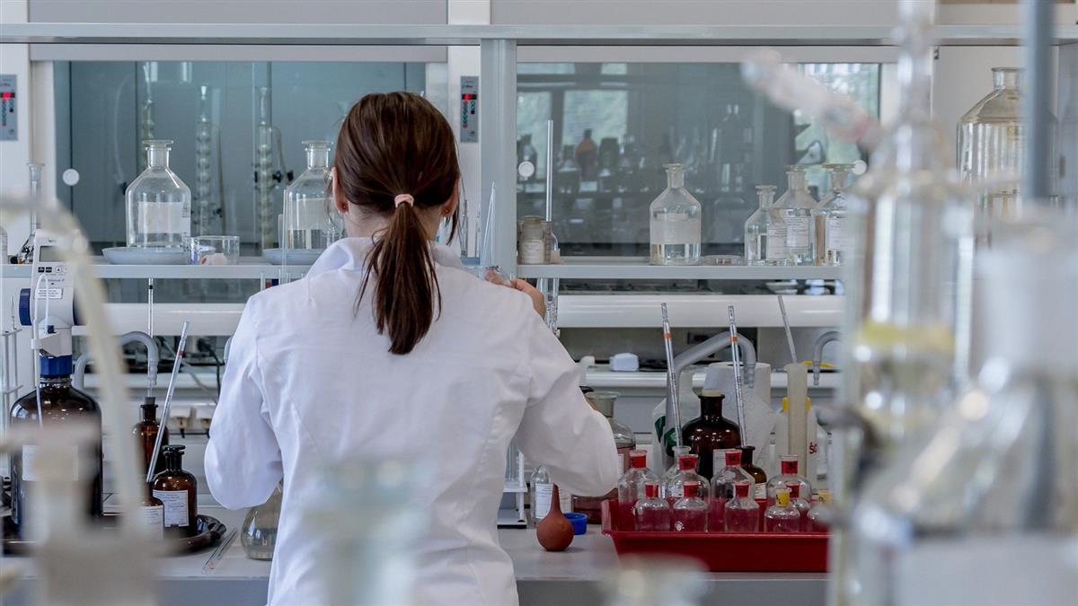染疫醫護情侶足跡公開 擴大篩檢2500人含未接觸者