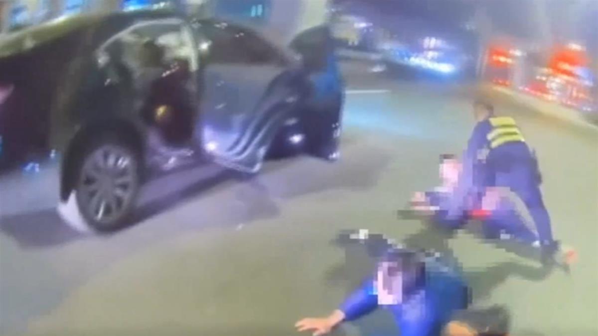 通緝犯載毒品遇攔檢站 加速逃逸自撞被逮