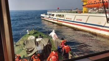 巴拿馬籍貨船恐沉求救 台漁船馳援救22人