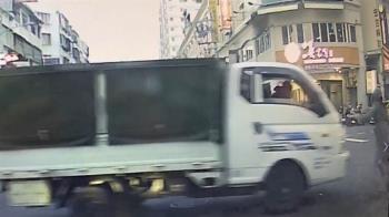 台中男騎士狂嗆「撞我啊」 貨車下秒暴衝猛撞1家4口