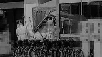 快訊/桃園某醫院感染擴大 1男受檢者被送上救護車