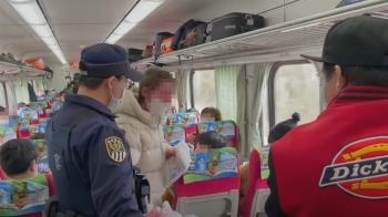 外籍女死不帶罩大鬧列車 乘客勸反遭譙比中指