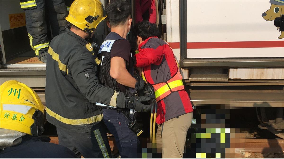 快訊/台鐵調車工疑遭2火車夾住 送醫搶救亡