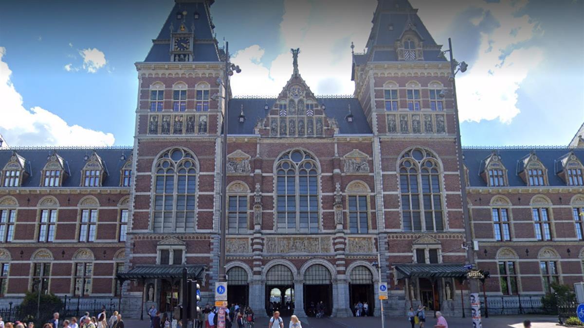 荷蘭2千民眾上街抗議防疫封鎖 警動用水砲驅離