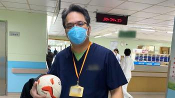 部桃醫前線抗疫憔悴照曝 施景中轟:大老知道SOP嗎?