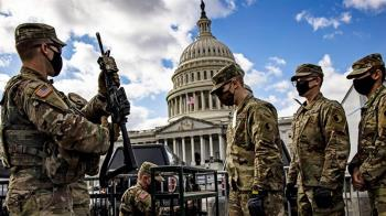 拜登就職典禮:華盛頓戒備嚴密 2.5萬軍警武裝保駕