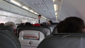 規定一年洗4次就好 空姐曝搭飛機千萬別喝這個