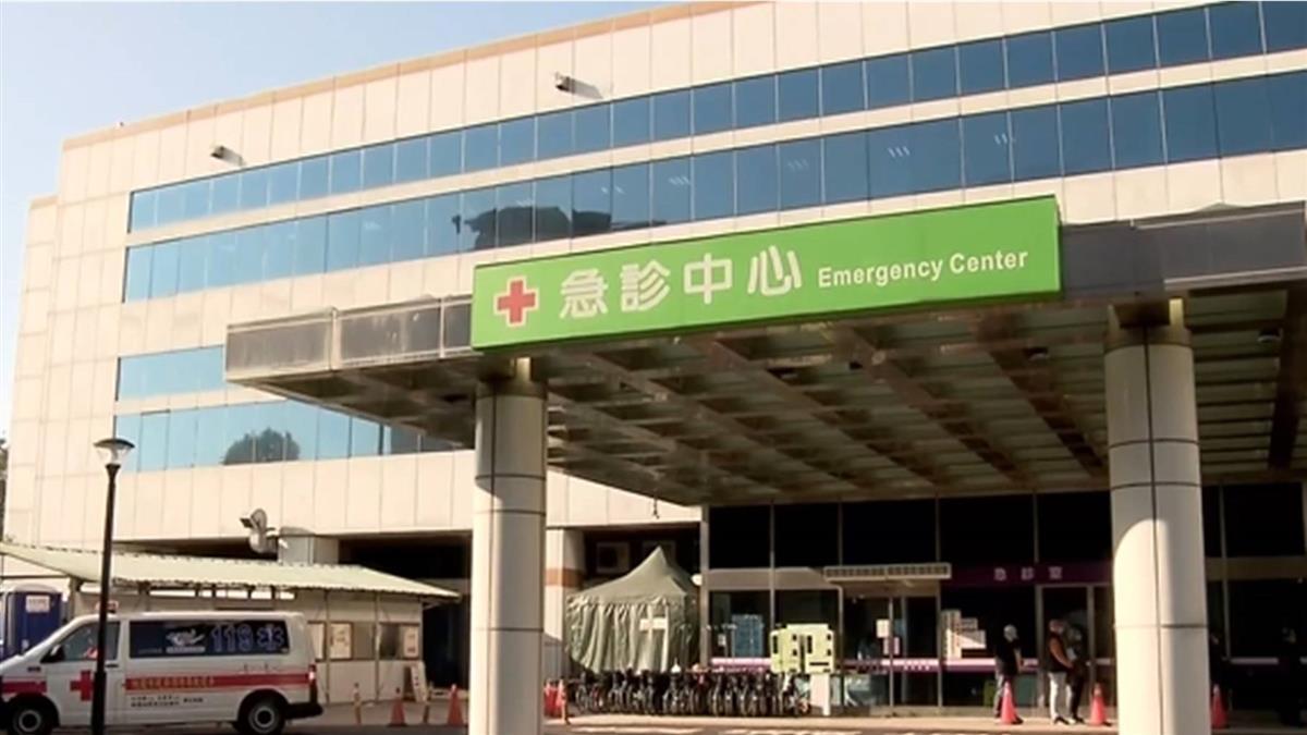 部立桃園醫院醫護集中檢疫 同事送發熱衣 暖暖包打氣