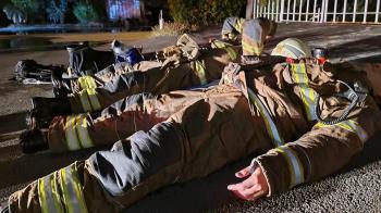 台南工廠惡火燒14小時!打火英雄累癱躺地 網心疼致敬