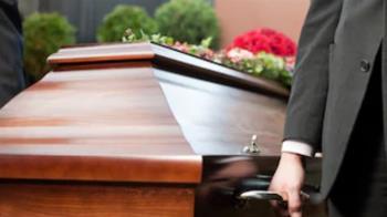 為土葬殺人調包屍體  無辜男遭「灌醉封棺」火化慘死