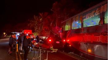 台11線客運自小客車相撞  1人命危2輕傷