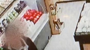 醉男拒戴口罩逛超市 嗆警遭帶回警局吃罰單