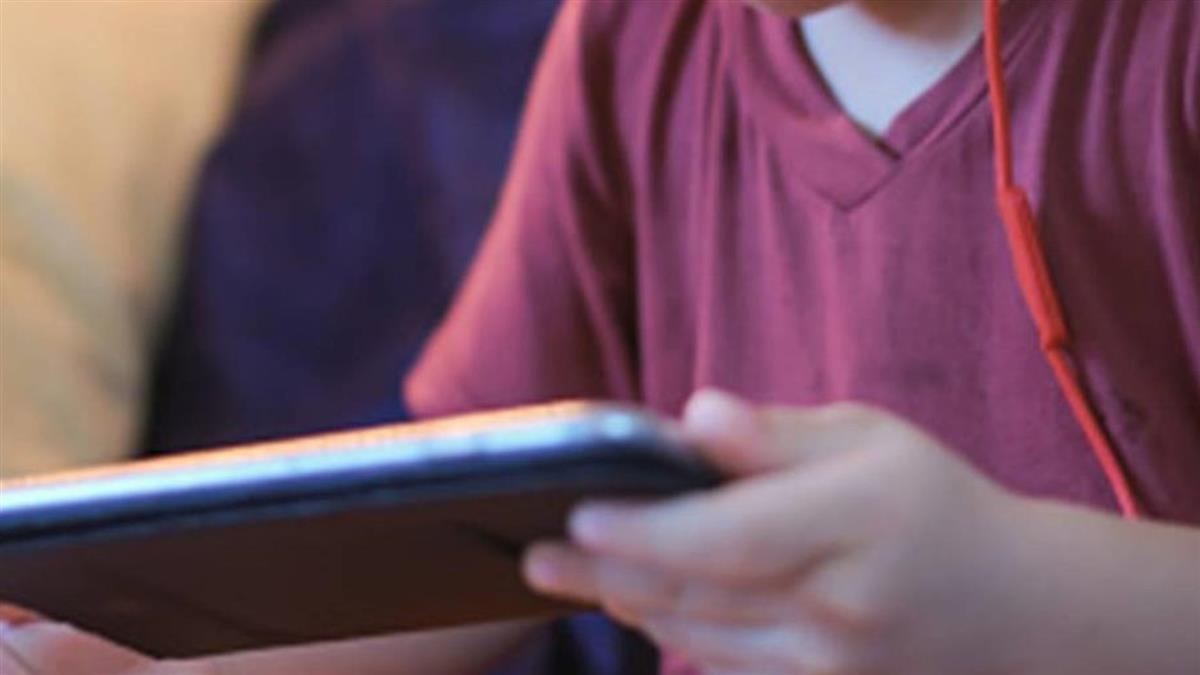 學生手機被沒收大哭 老師聽「媽媽調去桃園」沉默了
