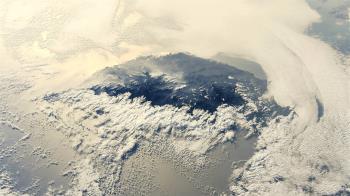 日本太空人二度空拍台灣 夕陽映照雲海引迴響