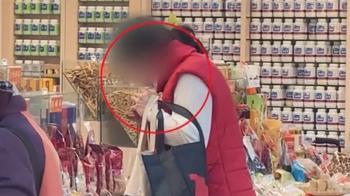 獨/三鳳中街年貨街禁試吃 香菇湯用聞的 阿桑偷吃