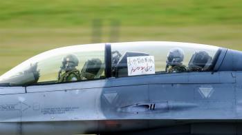 F-16戰機貼「台灣醫護加油」 網看哭:謝謝你們守護人民