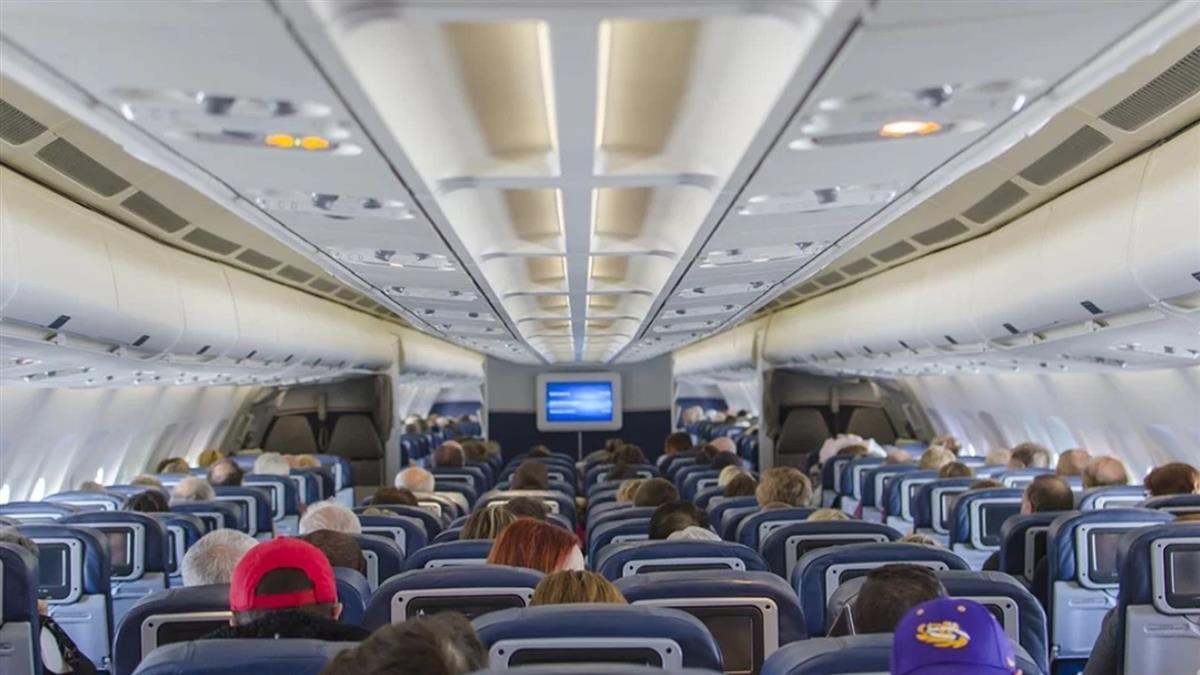 在美國就發病!女搭機前狂吞退燒藥 落地確診害慘63人