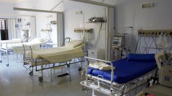 男警闖隔離病房激戰 女病患90秒撞擊片流出