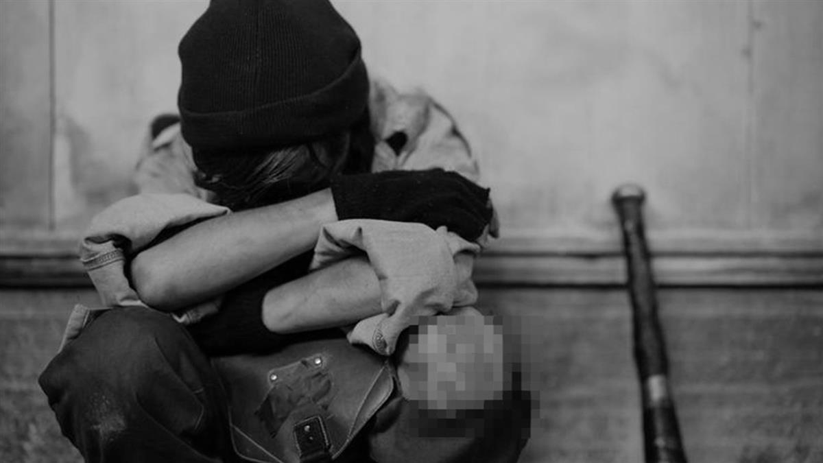 誤撕女友小被被 男被打到肋骨斷4根求助家人慘被笑