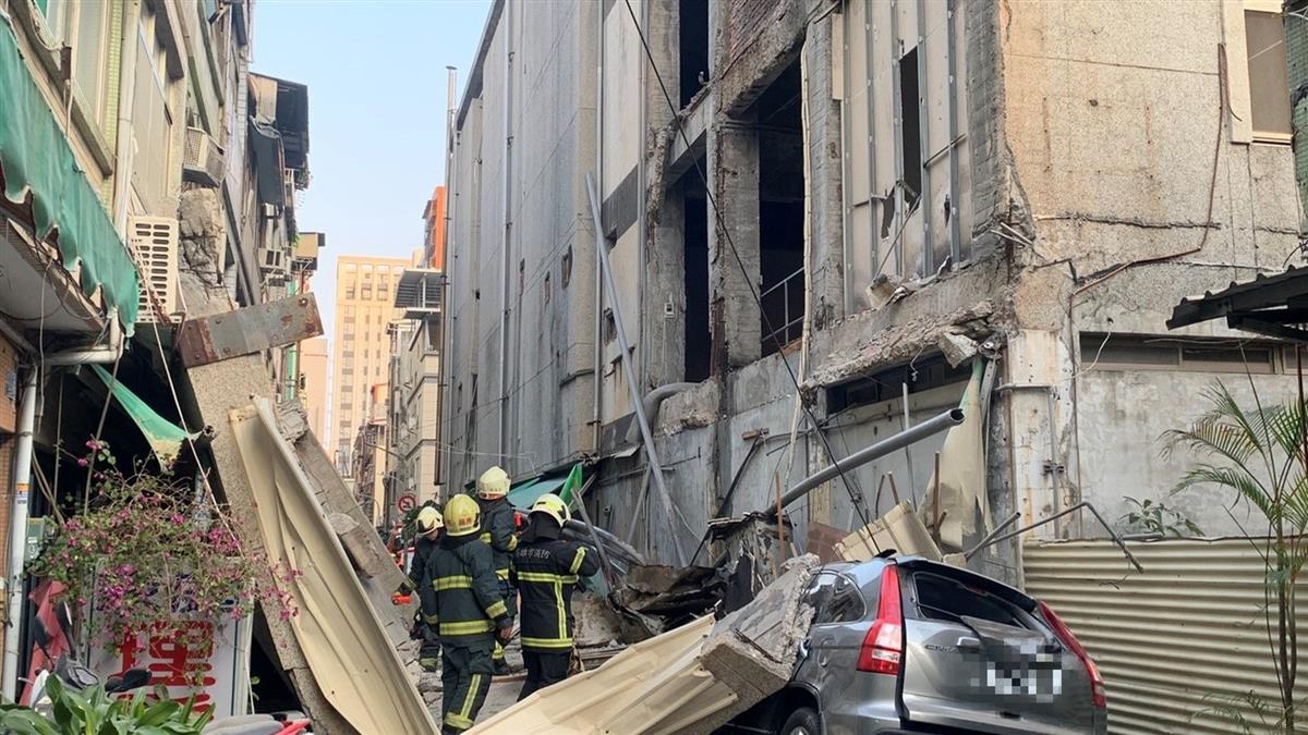 高雄舊今日戲院「大面積坍塌」 碎石水泥磚掉滿地