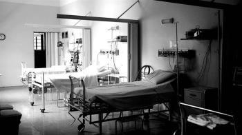 醫為空出床位害死2確診者 匿名求救字條流出「他已經瘋了」