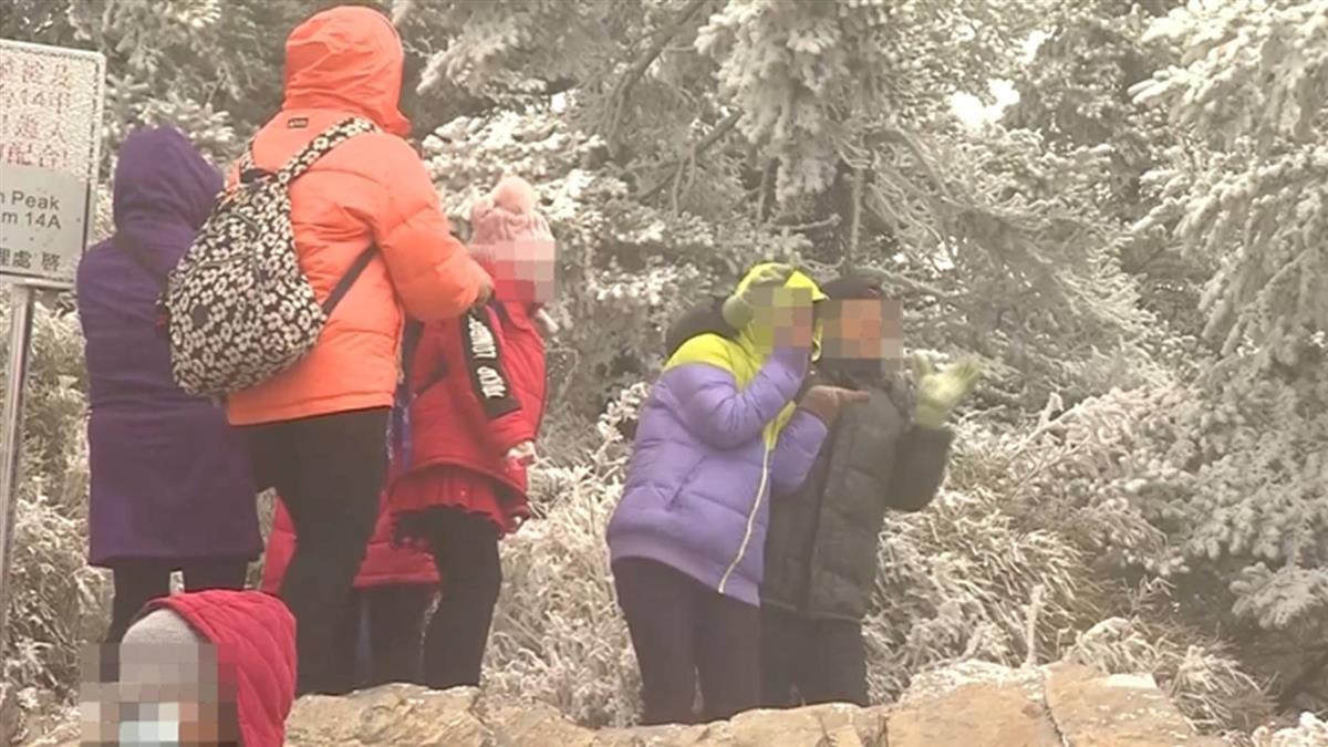 好冷!合歡山武嶺零下2度 民眾仍上山等雪