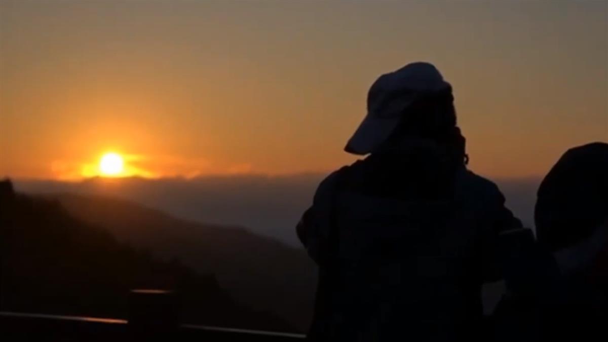 撥雲見日!太平山絕美日出 遊客早起搶拍美景
