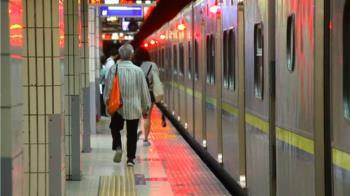 台鐵春節站票限量賣 刷悠遊卡無限制恐成破口?