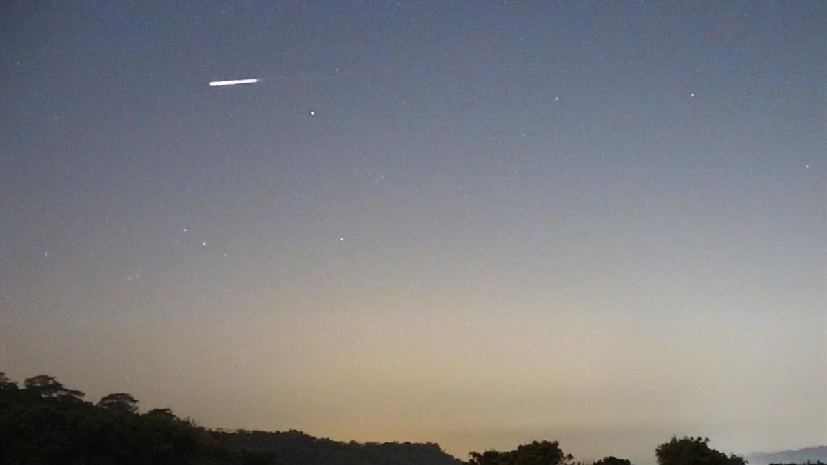 「火流星」拖綠尾巴閃過!網驚喊跟車一樣大 天文站證實了