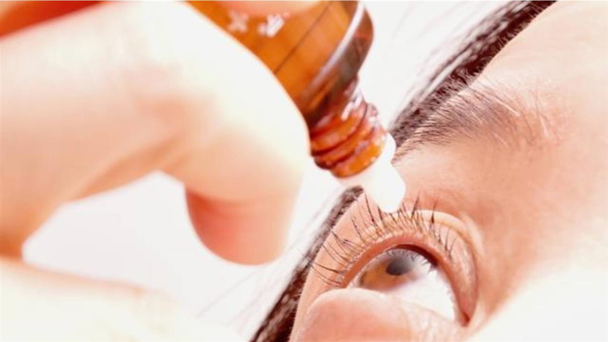 「眼藥水直接滴眼球」超NG 藥效折半還傷角膜
