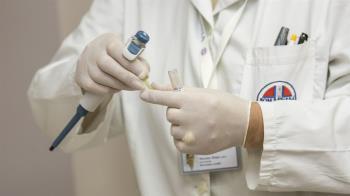 工程師跟外國人開會發高燒 醫一看肺部X光「立刻採檢」