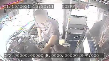 公車駕駛拍下違停貨車 遭對方掐頸又被拖下車怒告