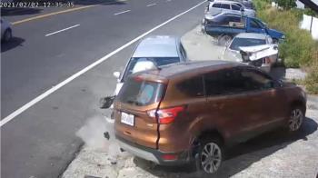 6人租車遊台東失控連撞2民宅 撞擊瞬間畫面曝光